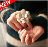 Wholesale Fashion Cream Camellia Flower Petals Stretch Ring With Acrylic Beads Pearl Adjustable Rings