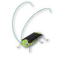Wholesale christmas gifts Solar grasshopper Solar Cockroach Green gift Solar Powered Grasshopper Solar Toy