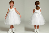 Wholesale Off Shoulder Tea Length Ball Gown Flower Girls Dresses Back Bowknots Trimmings Empire Organza