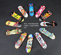Wholesale New ABS metal Finger Skate Board Extreme Sports Toys styles Finger Skate Boarding with each packing