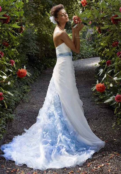 Robe de mariee en blanc et bleu