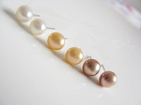 Wholesale 30pairs Natural Pearl Earrings Studs Pink White Oblate Pearl Womens Earrings Electroplate Alloy