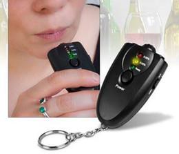 Promotion alcool trousseau Meilleur 110pcs prix / lot # numérique ivressomètre alcool Tester Avec Keychain Flashligh LED noir