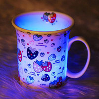 Wholesale A romantic and colorful light bone china cup strawberry