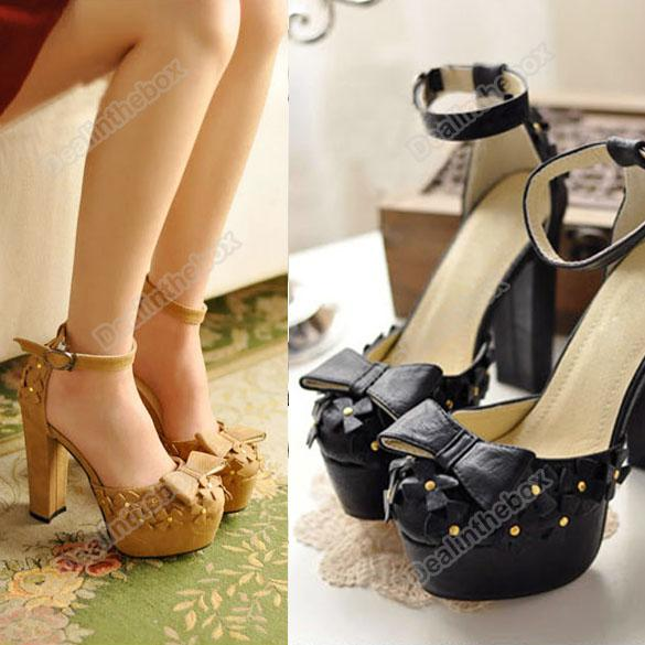 2015 Latest Rivets Belts T-strap Pointed Toe Pumps