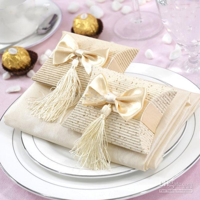 http://www.dhresource.com/albu_239430719_00-1.0x0/tassel-wedding-candy-boxes-2-colors-wedding.jpg