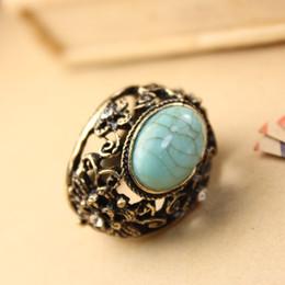 Factory Sale Retro Hollowing Gemstone Rings Vintage Green Stone Finger Rings House of Harloween Gift Girlfriend