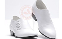 Wholesale men s wedding shoes leather shoes porm shoes black white in stock hot selling