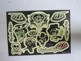 Wholesale 100pcs motorcycle tank decals vinyl waterproof Skull funny sticker kits for motorcycles bumper