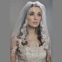 achat en gros de accessoires cheveux appliques-2016 Bridal Veil Coude Longueur Deux couches 2T avec peigne en dentelle Appliqué Crystal Vintage Romantique Accessoire de cheveux de mariage réel