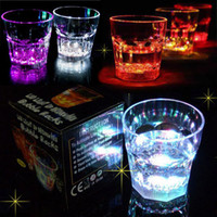Wholesale New blinking Flashing Rocks Glass Barware Lamp Wine Cup Whiskey Cup Water Activated LED Light Up