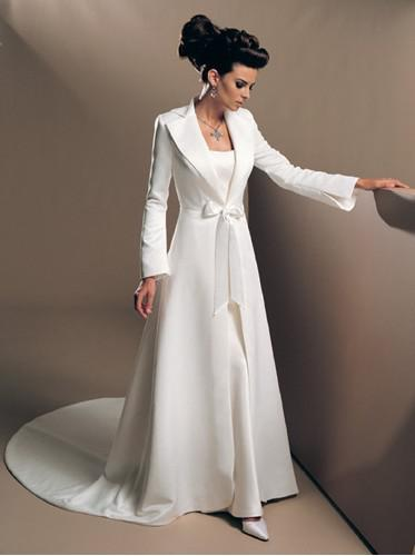 2017 Elegant Long Sleeved Wedding Dresses Coat A Line Court Train