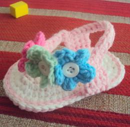 El bebé del ganchillo calza la sola sandalia infantil elástico única de las sandalias del color de la mezcla de la flor del botón de la perla del color 0-12M hilado 14pairs / lot desde sandalias de perlas flores fabricantes