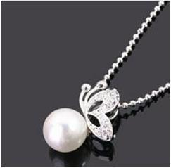 Wholesale Fashion Simulated pearl w Beautiful Butterfly Pedant Necklace N0187