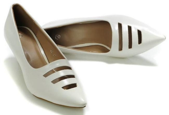 Wholesale - 2012 Womens White Dress Shoes Fashion Pointed Toe Pumps