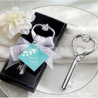 Wholesale Wedding supplier Delicate wedding favours wedding gift Victoria key beer bottle opener sets