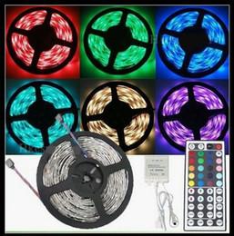 5M Flexible RVB LED Light Strip 16ft 5050 SMD 5M 300 LEDs WATERPROOF LED Light Avec contrôleur infrarouge IR CE RoHs lumières de Noël