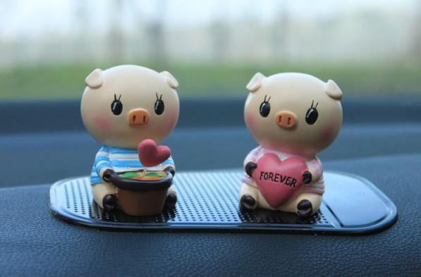 car accessories love pig car interior furnishing articles car figures dolls auto supplies car. Black Bedroom Furniture Sets. Home Design Ideas