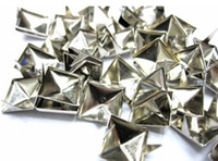 pyramid studs - 500pcs mm Silver Pyramid Studs Spots Punk Rock Nailheads DIY Spikes Bag Shoes Bracelet