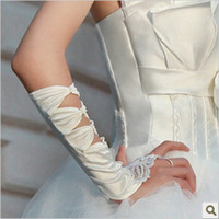 Wholesale New Beautiful Bridal Glove Lovely Wedding Gloves Lace no Fingers In Stock