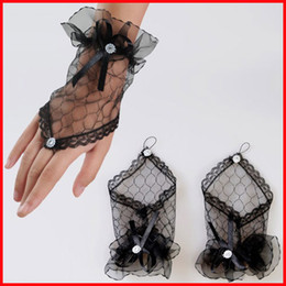 Wholesale New Wedding Accessory Black White Bridal Wedding Gloves Party Gloves Onsale Freeshiipping