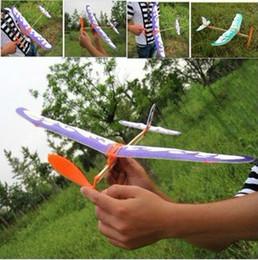 2017 planeadores de bricolaje Banda de goma DIY pájaro de vuelo del avión impulsado el montaje de maquetas grandes de planeador juguetes de regalo Los niños creativos barato planeadores de bricolaje