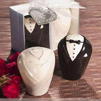 Wholesale Adorable Bride Groom Salt amp Pepper Shaker Wedding Favors Bridal Party Gifts Set of V7041