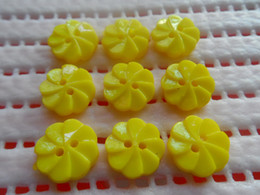 200x 14mm yellow Whirlpool flower plastic Button baby DIY doll appliques sewing scrapbook Cardmaking