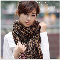 Wholesale The popularity explosion payments classic women fold leopard scarf