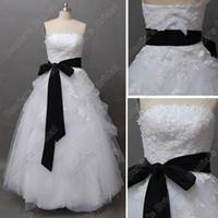 achat en gros de robes réelles noir-Sexy Ball Gown Straples Broderie Dentelle Robe de Mariée Noir et Blanc Brush Train Real Real Images