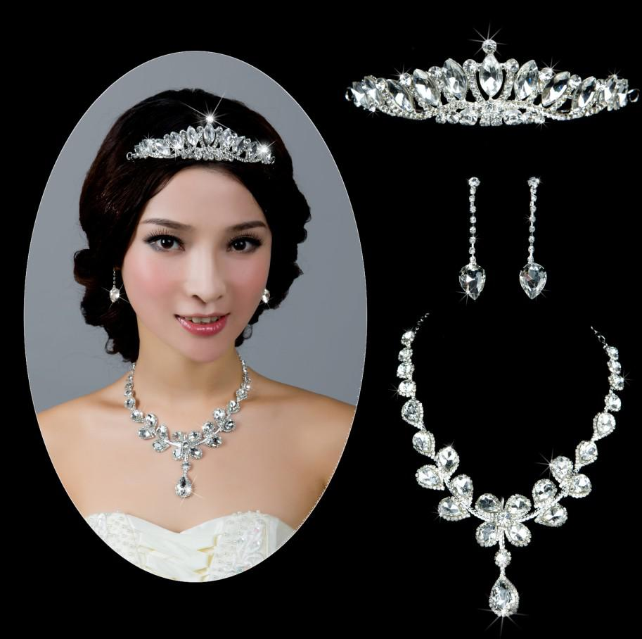 Bridal jewelry tiara - Retail Rhinestones Bridal Jewelry New Fashion Tiara Necklace Earring Silver Party Accessory For Brides Gold Wedding Rings Sets Jewelry And Accessories From