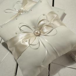 Горячее надувательство MIC цвета слоновой кости ленты Pearl свадебной церемонии атласные кольцо предъявителя подушку кольцо Подушки Цветочные корзины