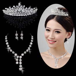 Wholesale Florally Embellished In Stock Wedding Crown Bridal Tiaras Staring Bridal Necklaces and Earrings