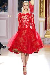 Meilleures ventes Zuhair Murad Rouge Belle Manches longues genou dentelle cocktail courte robe de soirée ZH053 cheap best short dresses sleeve à partir de belles robes à manches courtes fournisseurs