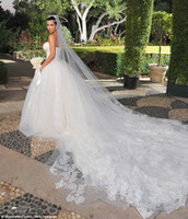 Reference Images Portrait Tulle Kim Kardashian Long Train Strapless Beautiful Tulle Wedding Bridal Dress WD179