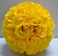 achat en gros de rose jaune boules de fleur-Couleur jaune Soie Rose fleur de mariage Embrasser Boule Pew Bows Arc Décoration