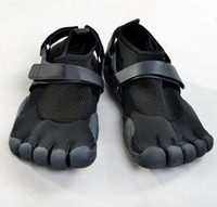 Wholesale Lovers Black Mesh Diving material breathable Five fingers Sports Shoes for Hiking climbing jogging fitness training yoga pilates sailing