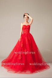 Wholesale Charming red ball gown wedding dresses sweetheart lace appliques sleeveless bridal wedding gowns