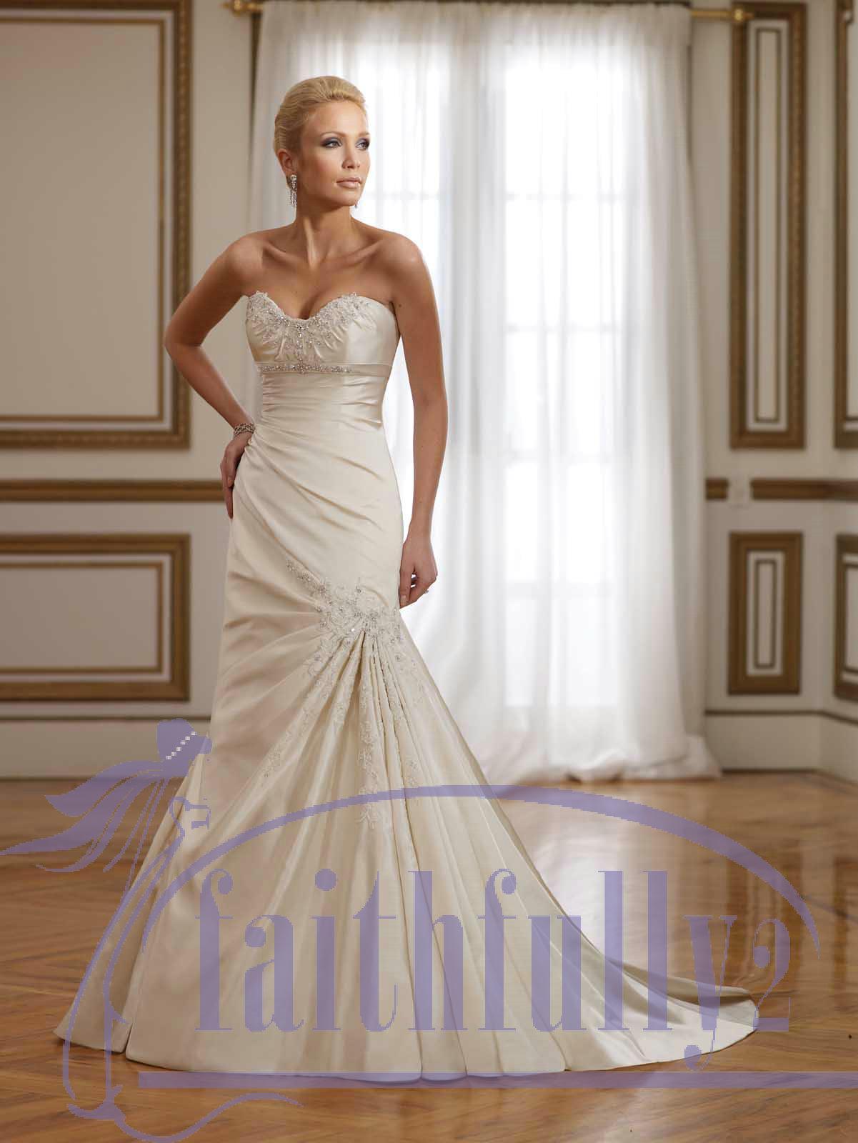 Ivory Vintage Sweetheart Satin Sheath Wedding Dress Lace