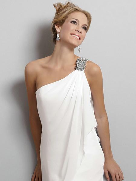 Естественно, что белые модели навсегда закрепились в списке актуальных платьев, и 2015 год не исключение. Хотя и белые свадебные платья имеют свою палитру