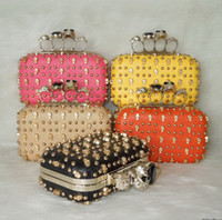 Wholesale FLYING BIRDS Hot New High Quality Fashion Women Skull Bags Rivet Chain Evening Bag Day Clutch H