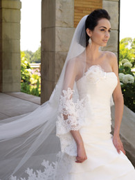 Wholesale Hot sale off decorated with intricate applique long train veil Bridal Wedding Veil Cathedral