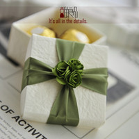 Wholesale Hot sale paper gift boxes white wedding gift packaging box fashion favor holders with green flowers