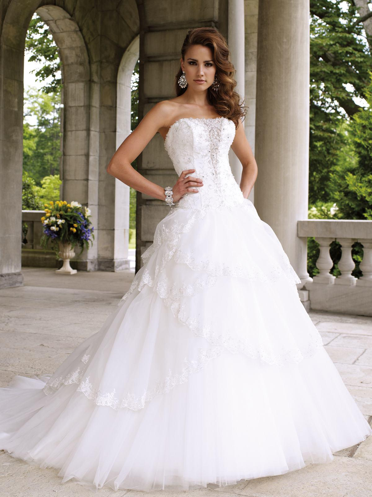 2013 sexy ball gown garden wedding dresses strapless appliques court train charming bridal gowns. Black Bedroom Furniture Sets. Home Design Ideas