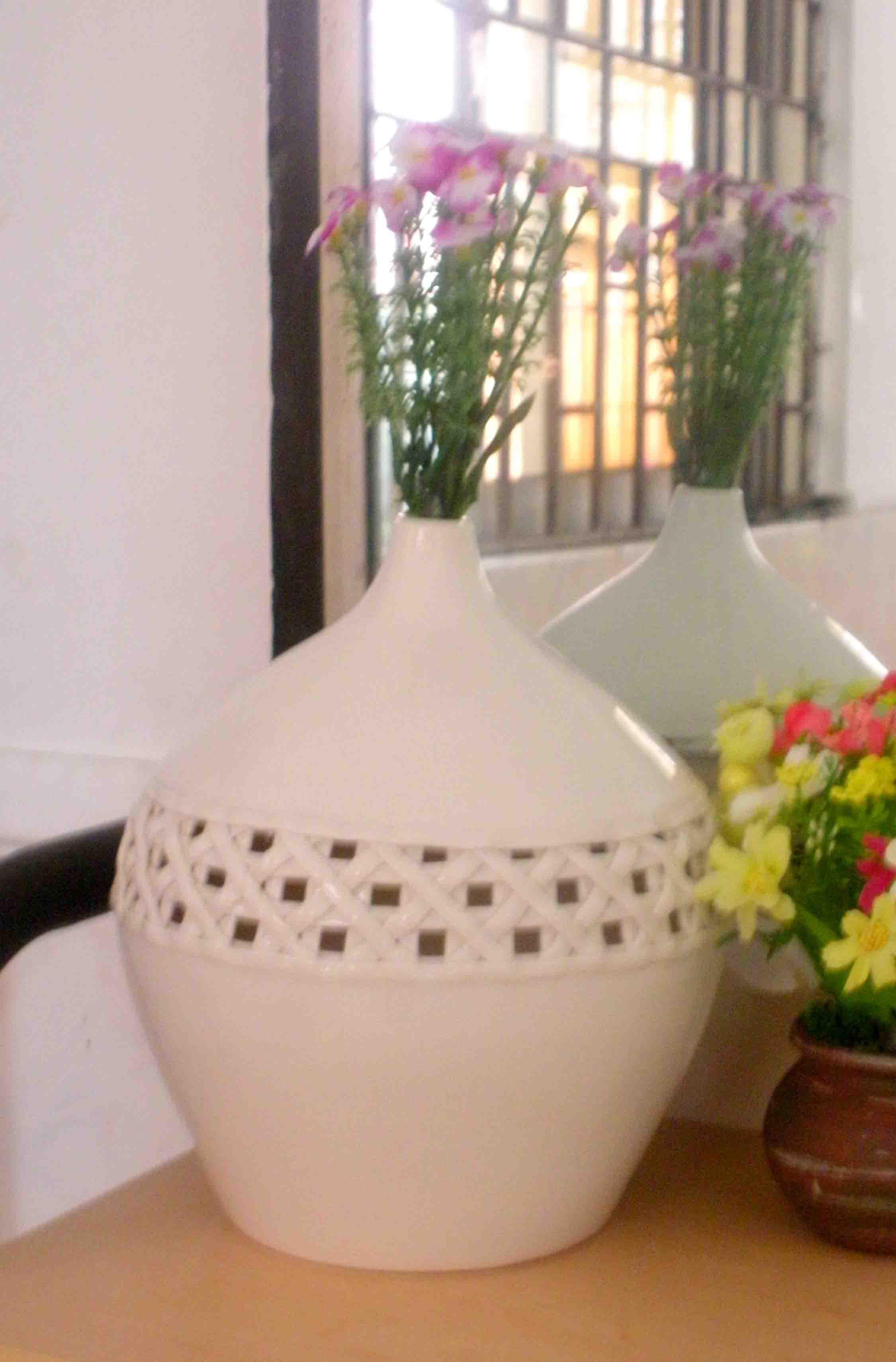 Wholesale Product ivory white indoor ceramic decorations vase ...