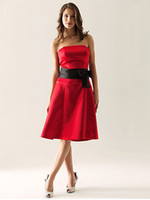 Reference Images Bow Sleeveless Black and Red Bridesmaid Dress A Line Strapless Ruched Band with Bow Knee Satin Wedding Party Dress