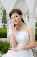 Wholesale Designer Lace Bridal Gloves Wrist Length Wedding Dresses Accessories Prom Party Lady Dresses