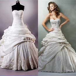 Wholesale In Stock Ball Gown Strapless Taffeta Lace Beads Lace Up Hand Made Flower Ruffle Bridal Wedding Gown