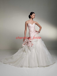 Wholesale Unique Pink And White Sweetheart Wedding Dresses Ball Gown Chapel Train Beaded Flower Applique Gowns