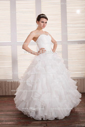 2013 BY042 Wedding Dress Ball Gown Ruffled Organza with No Train Ruching Bodice